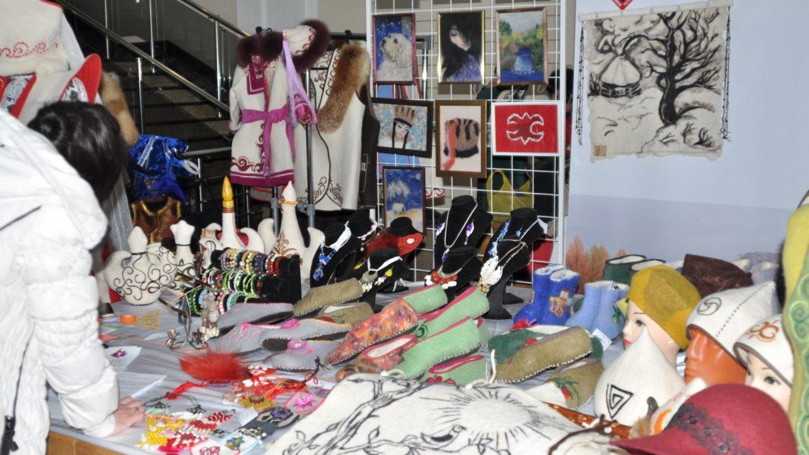 В Горно-Алтайске состоялся фестиваль народных мастеров и художников